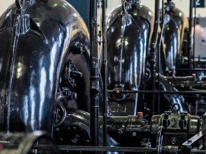 Die die gewaltigen Pumpenaggregate in der historischen Maschinenhalle im Alten Pumpwerk