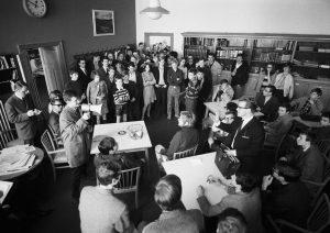 Trau keinem über 30! Schule und Jugendkultur 1960 bis 1975