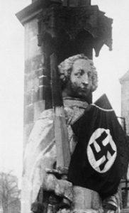 """""""Am Roland hing ein Hakenkreuz"""""""