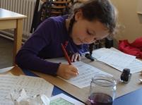 Schreiben mit Feder und Tinte
